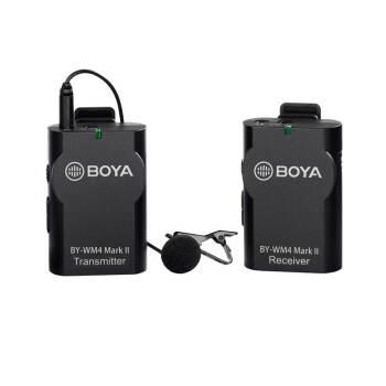 BOYA博雅BY-W M 4 MK II 2.4 G無線マイクさんは、マイクを挟んだ一眼レフカメラを受け取り、携帯電話で街頭インタビューマイクを生放送します。